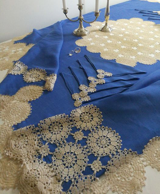 Italian manufacture - pure linen tablecloth with 8 napkins - handmade with crochet lace - 190 x 190 cm