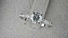 0.89 Ct  round diamond ring made of 18 kt white gold  *** NO RESERVE PRICE ***