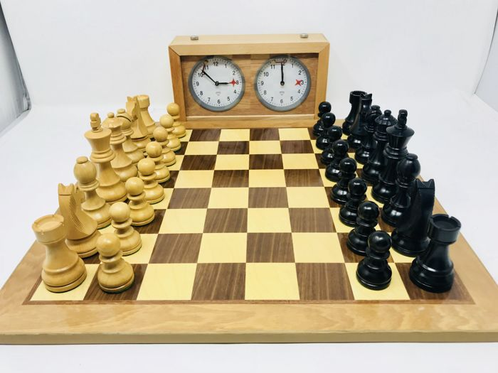 Bonn Staunton 6 chess set with board and clock