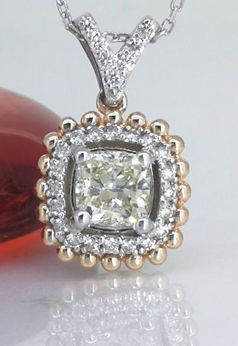 Pendant with a cushion diamond & 27 diamonds 0.85 ct in total *No reserve price***