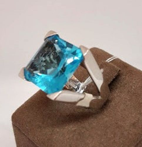 18 kt white gold ring with blue topaz - size 13 mm