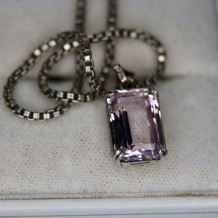 Necklace with original silver Art Deco pendant ca. 1920 set with rectangular faceted Amethyst spinel approx. 6.6Ct.