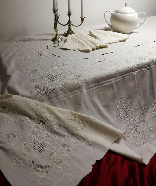 "Unique work - Very rich and fine ""gem"" tablecloth of 100% pure linen - handmade - with 12 napkins - 260 x 170 cm"