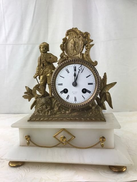 Gilded mantel clock with romantic depiction on marble base - France - Approx. 1880