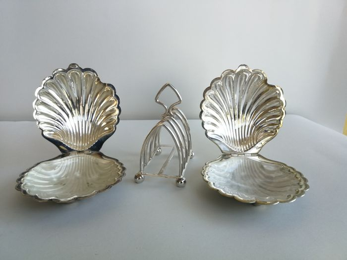 Pair of silver plated seashells with glass insert and silver plated toast rack & Pair of silver plated seashells with glass insert and silver plated ...