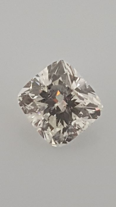 1.00 ct - Cushion - White - F / VS2