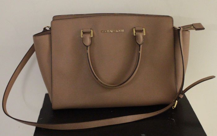 d0a9dba9187b7 switzerland michael kors handbag auction 68ed6 833e2