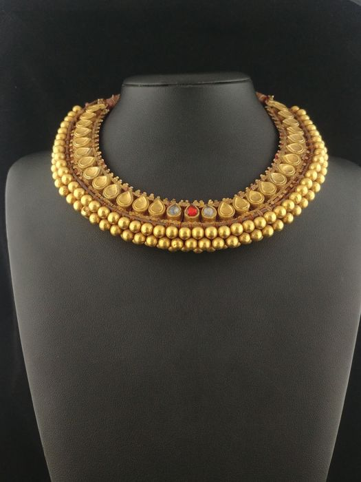 Antique choker necklace in 20 kt gold and antique fabric - Jodhpur, India - first half of 20th century
