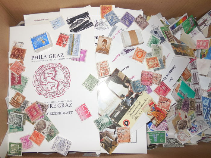 World – Batch of approx. 40,000 soaked stamps.