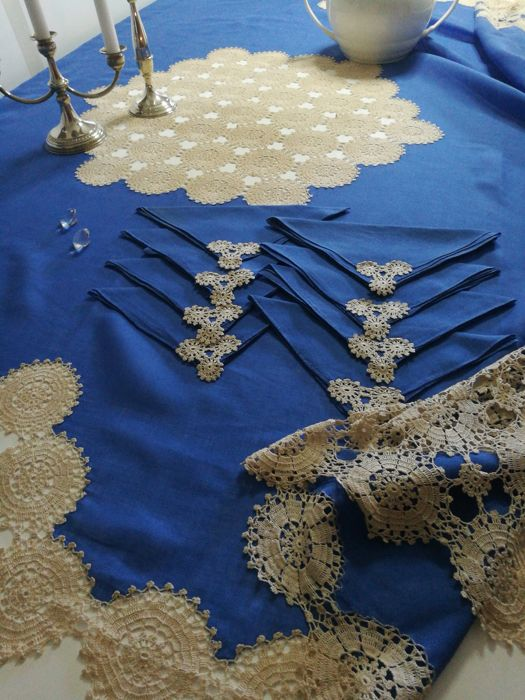 Pure blue linen - tablecloth with 8 napkins handmade with crochet lace - 190 x 190 cm - Italian craftsmanship