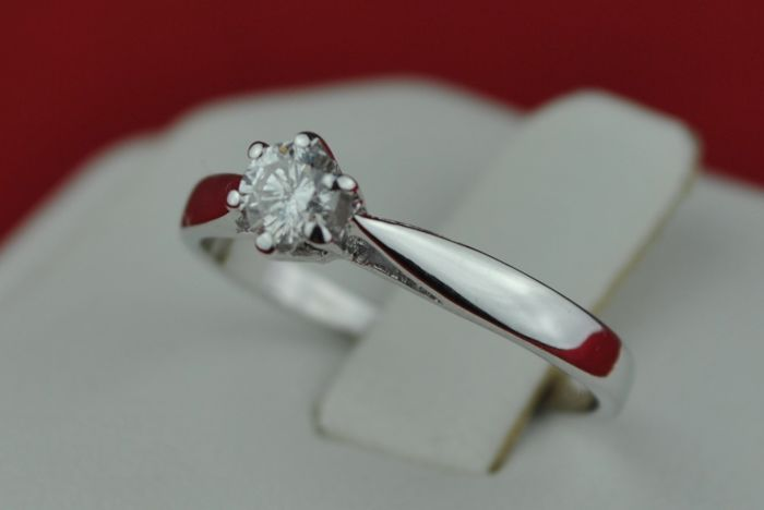 Diamond (+/-0.18ct G/Si1) Engagement Ring set on 18k White Gold - E.U Size 50*Re-sizable