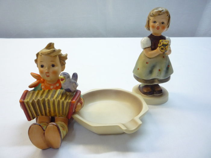 Hummel Goebel - Boy with accordion ashtray and girl with bouquet of flowers
