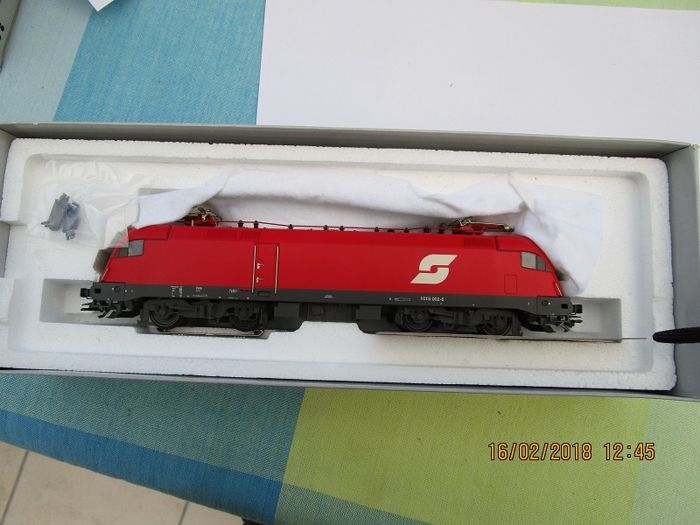 "Märklin H0 - 39355 - Electric locomotive - Reihe 1016  ""Taurus"" en sinusmotor - ÖBB"