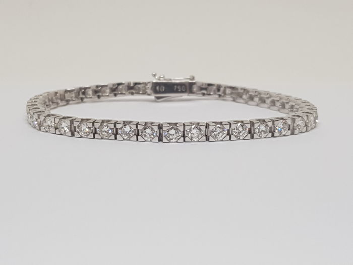Tennis Bracelet 5,74ct., 18K White Gold, Length: 18.0 cm