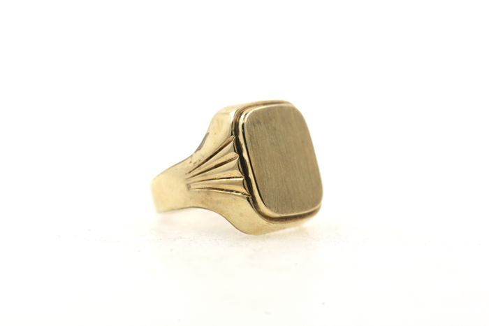 Men's signet ring 333 / 8 kt yellow gold