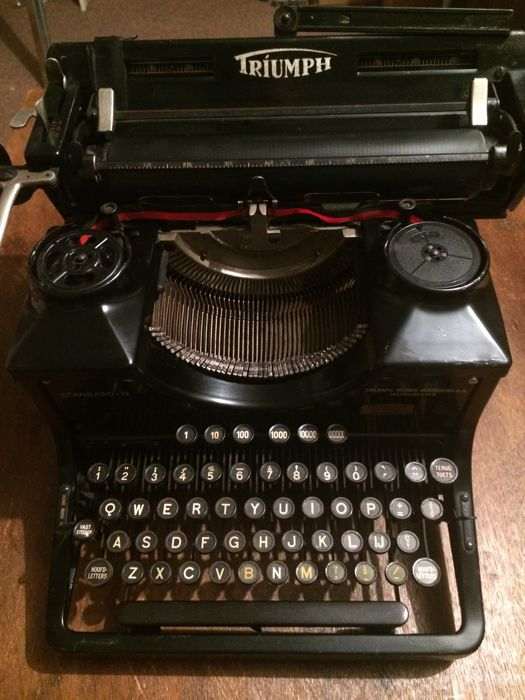 Typewriter Triumph Standard-12 from 1947