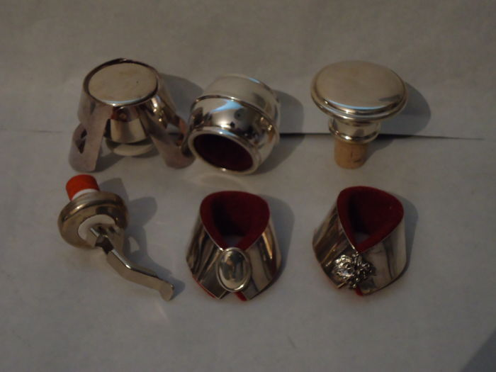 Wine/Champagne Accessories, 3 caps, 3 drip-catchers, Silver. Italy, late 20th century