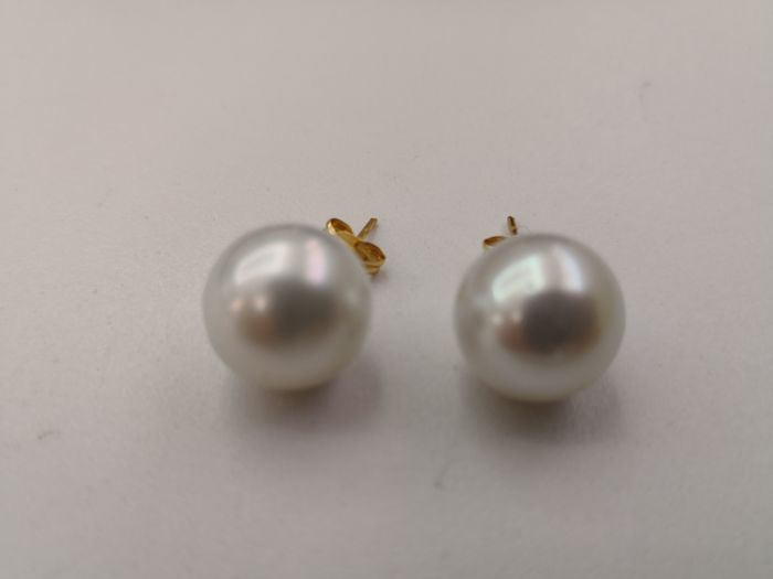 Earrings in 18 kt yellow gold with round Australian pearls measuring 12 mm, natural silvery white colour, excellent orient and lustre.  No reserve.