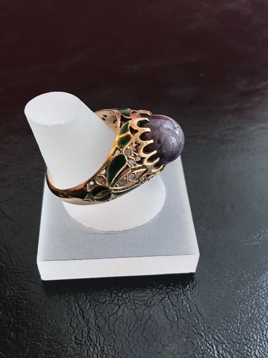 Vintage ring, with old cut diamonds and amethyst, enamelled
