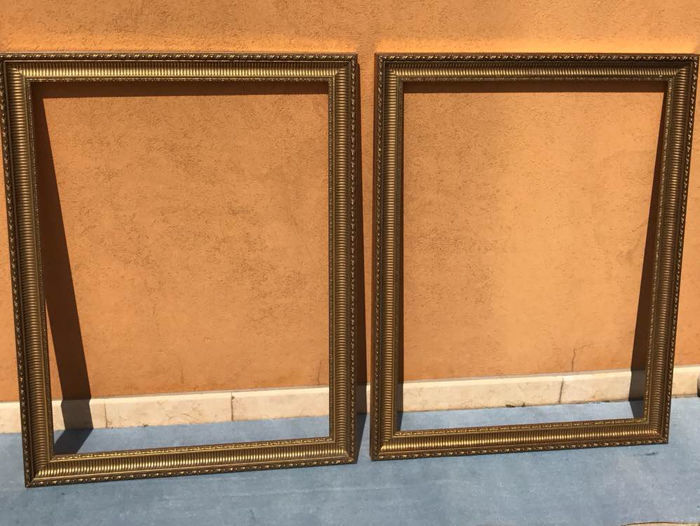d8b2962175f 2 large decorative picture frames - Catawiki