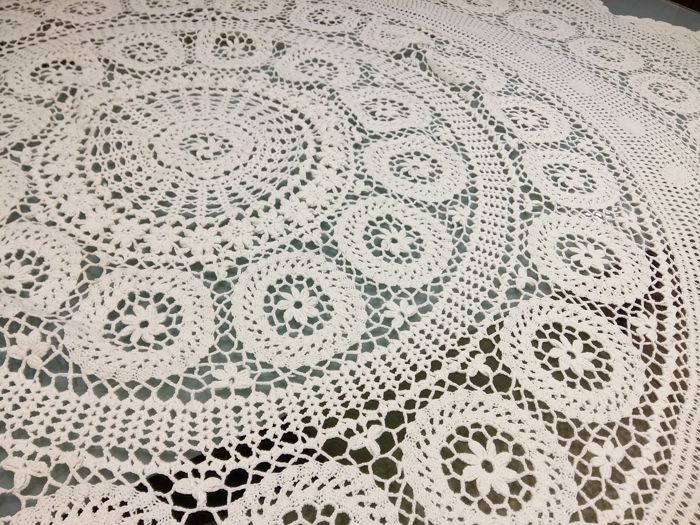 Florence, round tablecloth in pure cotton with crochet embroidery Handmade Diameter 150
