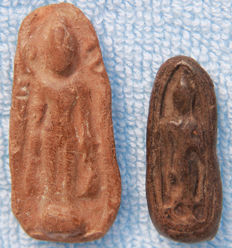 Lot with 2 amulet Buddha - Thailand - mid 15th century (Sukhothai period)