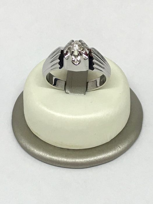 Men's solitaire ring in 18 kt white gold with 0.13 ct brilliant cut diamond, H/VS, size 24