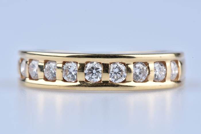 Ring in 18 kt Yellow Gold (750/1000) 9 diamonds of approx. 0.35 ct total