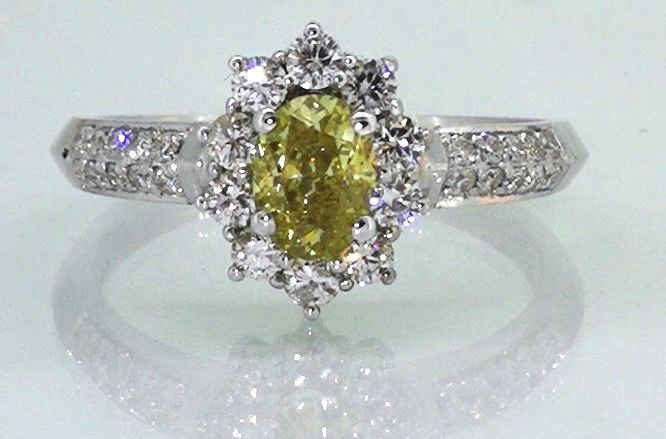 Ring with 0.60 ct Fancy Intense Olive Yellowish Green diamond & 0.50 ct diamonds