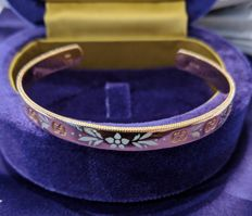 "Gucci – ""Icon Blossom"" bracelet in rose gold and white enamel"