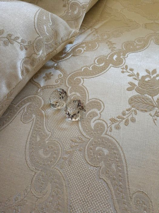 Preziosa - Bedspread in Damask with matching pillowcases -Made in Italy - Florentine embroidery - 247 x 267 cm.