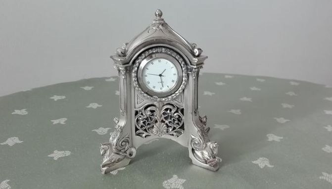 Elegant silver plated table / desk clock