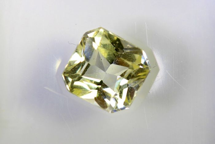 Sapphire - 1.27 ct - Light Yellow - * NO RESERVE PRICE *
