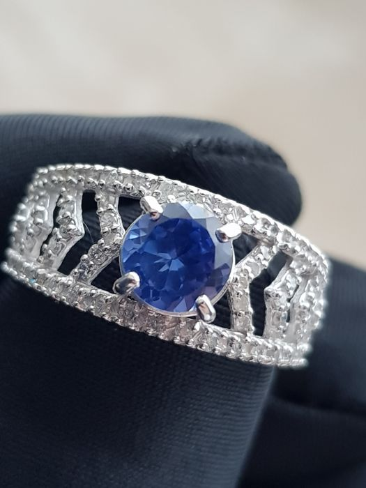 14 kt white gold ring with Diamonds and Tanzanite