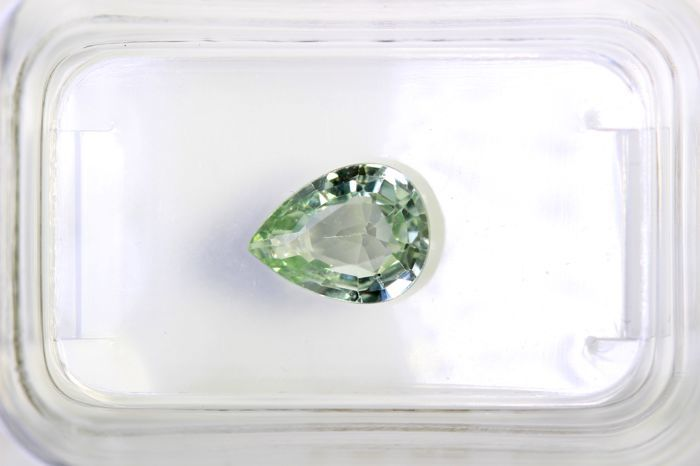 Sapphire - 1.22 ct - Light Yellowish Blue