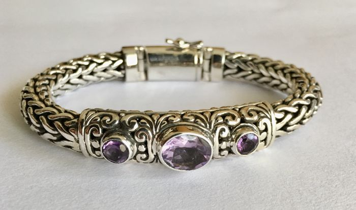 Sterling silver snakechain bracelet with amethyst stones