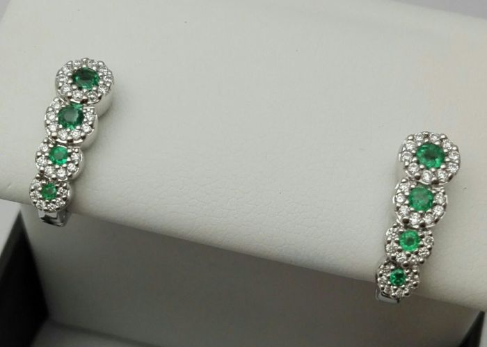 Women's earrings in 18 kt white gold with natural emeralds, 0.50 ct and natural diamonds totalling 0.45 ct, 4.8 g