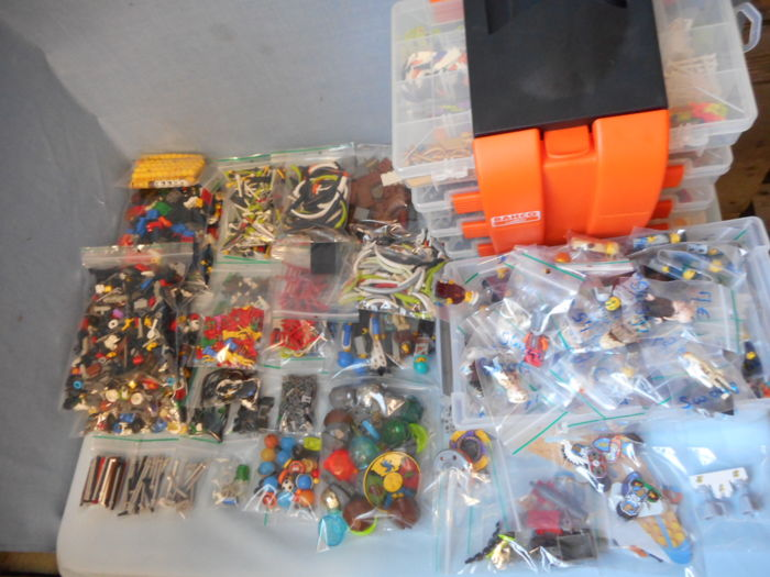 Assorted - mini figures + Accessories + related parts -more than 3.5 kg