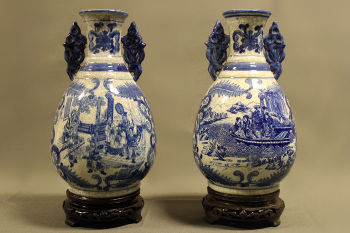 Two blue white Chinese decorative vases with decorated blue handles and wooden stand - China - late 20th Century