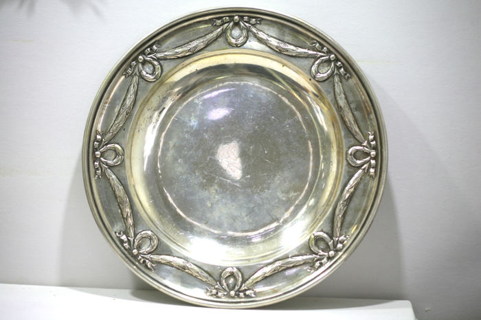 Silver antique plate - round - decorative - with very beautiful hand-made motif, Germany, approx. 1900