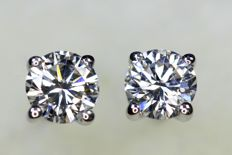 * NO RESERVE PRICE * 18 kt white gold earrings with in total 0.55 ct of diamonds - E, VVS / SI