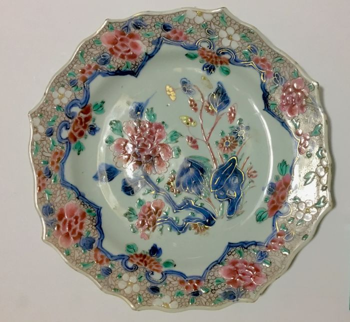 Yongzheng Rare and beautiful polychrome plate Golden decoration - China (1662-1735)