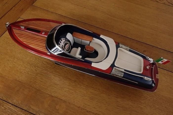 Very nice model of the boat Riva, model Aquariva