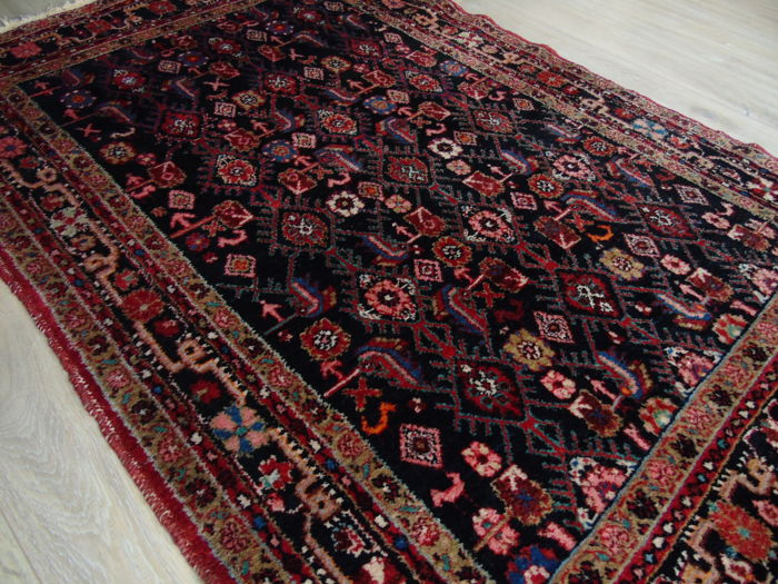 Hand Knotted Persian Rug 134 x 203 Cm