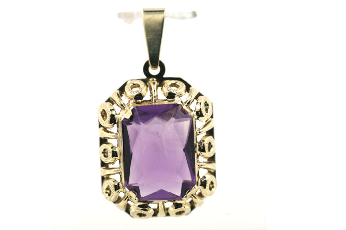 Amethyst gold pendant 333 gold; pendant dimensions: 26.74 x 19.52 mm