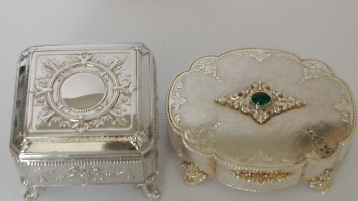 Two antique silver 800 boxes Italy, early and mid 20th c