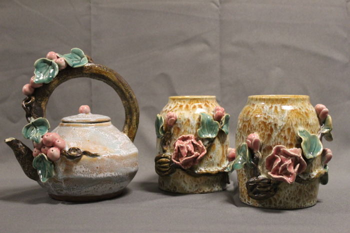 Set of Chinese made Majolica Vases and Light Blue Teapot - China - Late 20th century