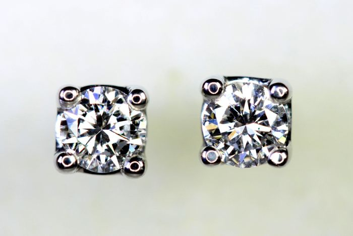 18 kt white gold ear studs with 0.33 ct of diamonds in total - E, VVS