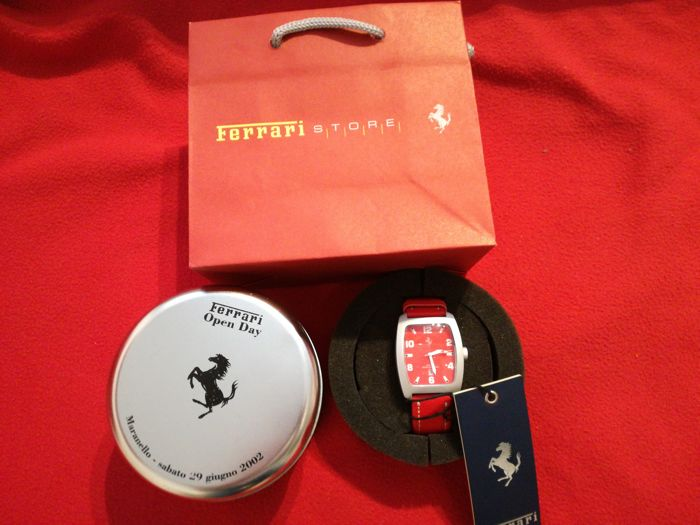 Ferrari - Watch Limited Edition - Example no. 2176 of 2400 produced - case 4x4.5 cm - year 2002