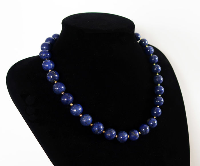 Necklace of round polished lapis lazuli beads - 640 ct - Total length: 52.5 cm - Hallmarked clasp of 14 kt